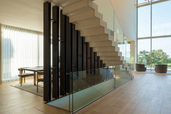 Separador ambientes bajo escalera